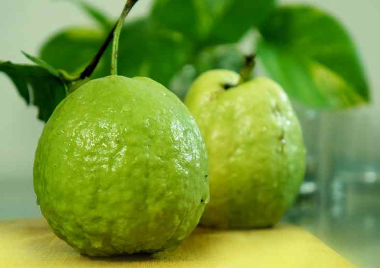 What Does Guava Taste Like?